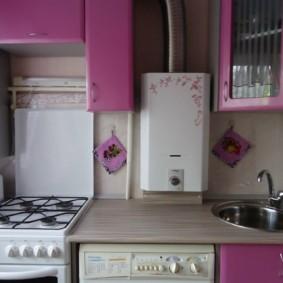 Компактный гарнитур в кухне хрущевки