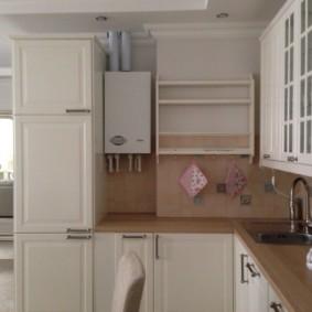 Мебель для кухни с выступом в стене