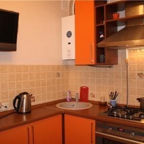 Телевизор в маленькой кухне панельного дома