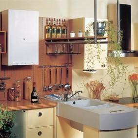 Удобные рейлинги на кухонном фартуке