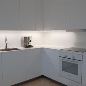 Подсветка рабочей зоны угловой кухни
