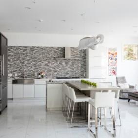 Планировка просторной кухни-гостиной
