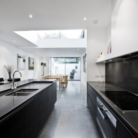 Кухня-столовая вытянутой формы