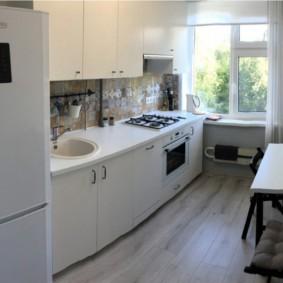 Прямоугольная кухня в панельном доме