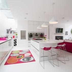 Большая кухня в стиле минимализма
