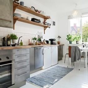 Деревянные полки для кухонной утвари
