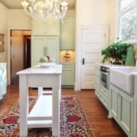 Кухонный столик белого цвета