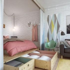 Выдвижные ящике в подиуме с кроватью