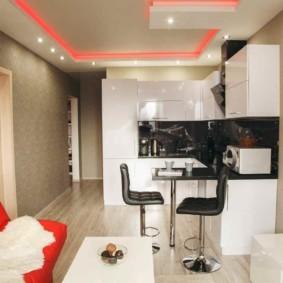 Красная подсветка на потолке в квартире