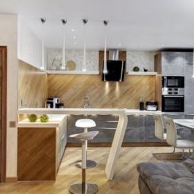 Диагональная укладка панелей на кухонном фартуке