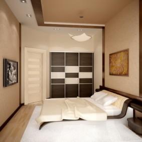 Бежевые стены маленькой спальни