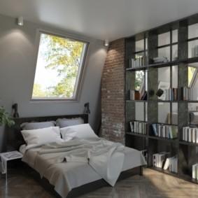 Небольшая спальная комната в мансарде частного дома