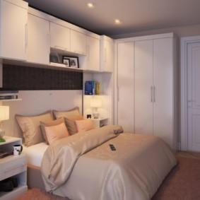 Подвесные шкафы над изголовьем кровати