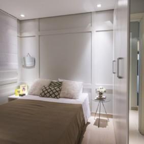 Освещение спальни точечными светильниками