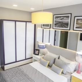 Подвесной светильник на потолке спальни