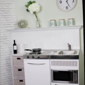 Кухонный мини-модуль белого цвета