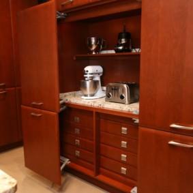 Тостер на кухонной столешнице из ламинированной МДФ