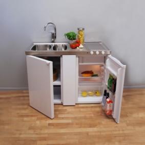 Мини-кухня с мойкой и холодильником