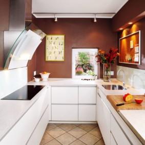 Белая кухня без ручек на фасадах
