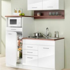 Современная мини-кухня белого цвета
