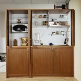 Модульный гарнитур с кухонной посудой