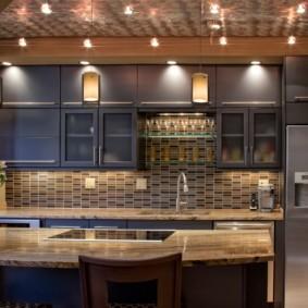 Подсветка серого кухонного гарнитура