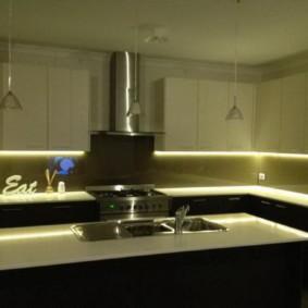 Неоновая подсветка кухонного фартука