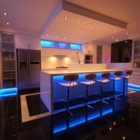 Голубая подсветка кухонного гарнитура