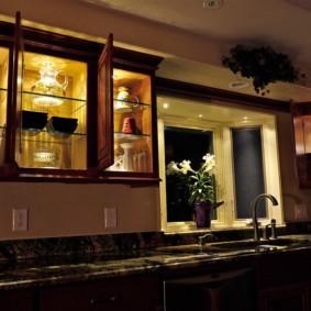 Подсветка шкафчиков со стеклянными дверцами