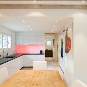Красная подсветка кухонного фартука
