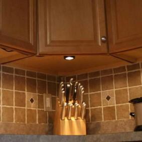 Кухонные ножи в деревянной подставке