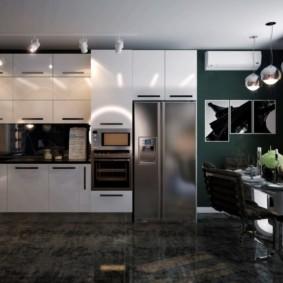 Двустворчатый холодильник в кухне частного дома