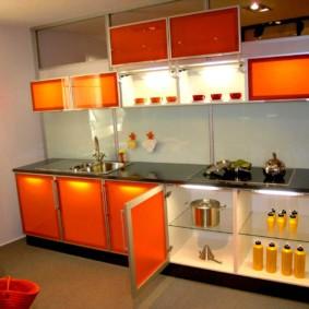 Стеклянные фасады кухонной мебели