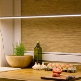 Светодиодный светильник на кухонной столешнице