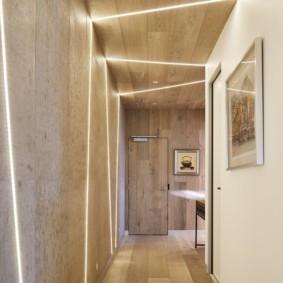 Оригинальное освещение в длинном коридоре