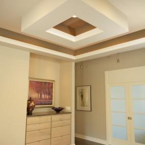 Дизайн прихожей с фигурным потолком