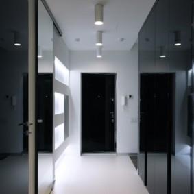 Черная дверь в конце коридора
