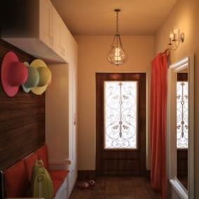 Входная дверь с витражами на стекле