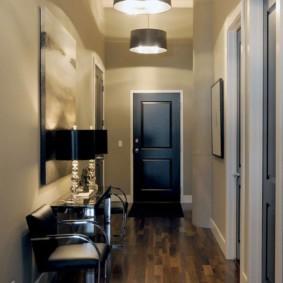 Ламинированный пол в узком коридоре