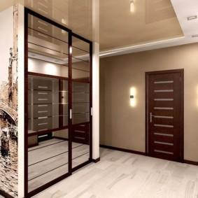 Зеркальные дверцы шкафа купе