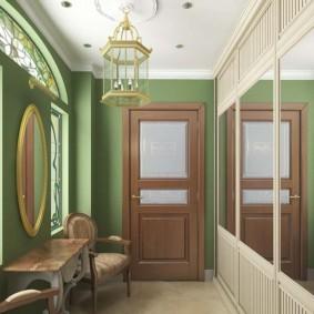Зеркальная стена в интерьере прихожей