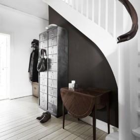 Прихожая в скандинавском стиле с лестницей