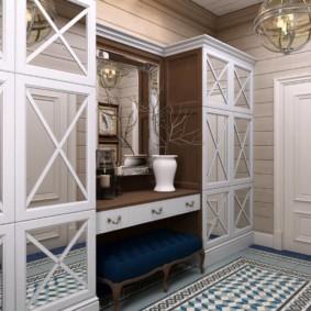Зеркальные вставки на дверцах мебели