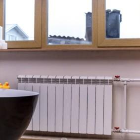 Интерьер ванной с батареей отопления
