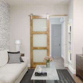 Интерьер маленькой гостиной в двухкомнатной квартире