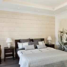 Ламинат на стене спальной комнаты