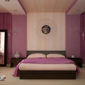 Розовая спальня с двухуровневым потолком