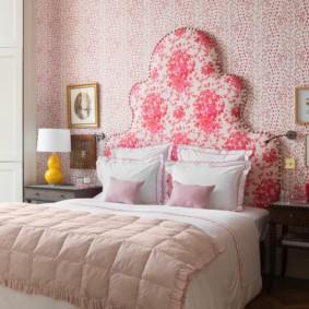 Красивое изголовье кровати в светлой спальне