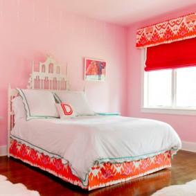 Римская штора красного цвета