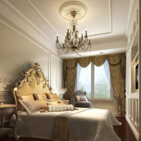 Гипсовая розетка на потолке спальни